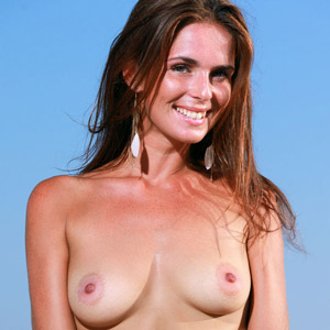Denise Topless photo 25