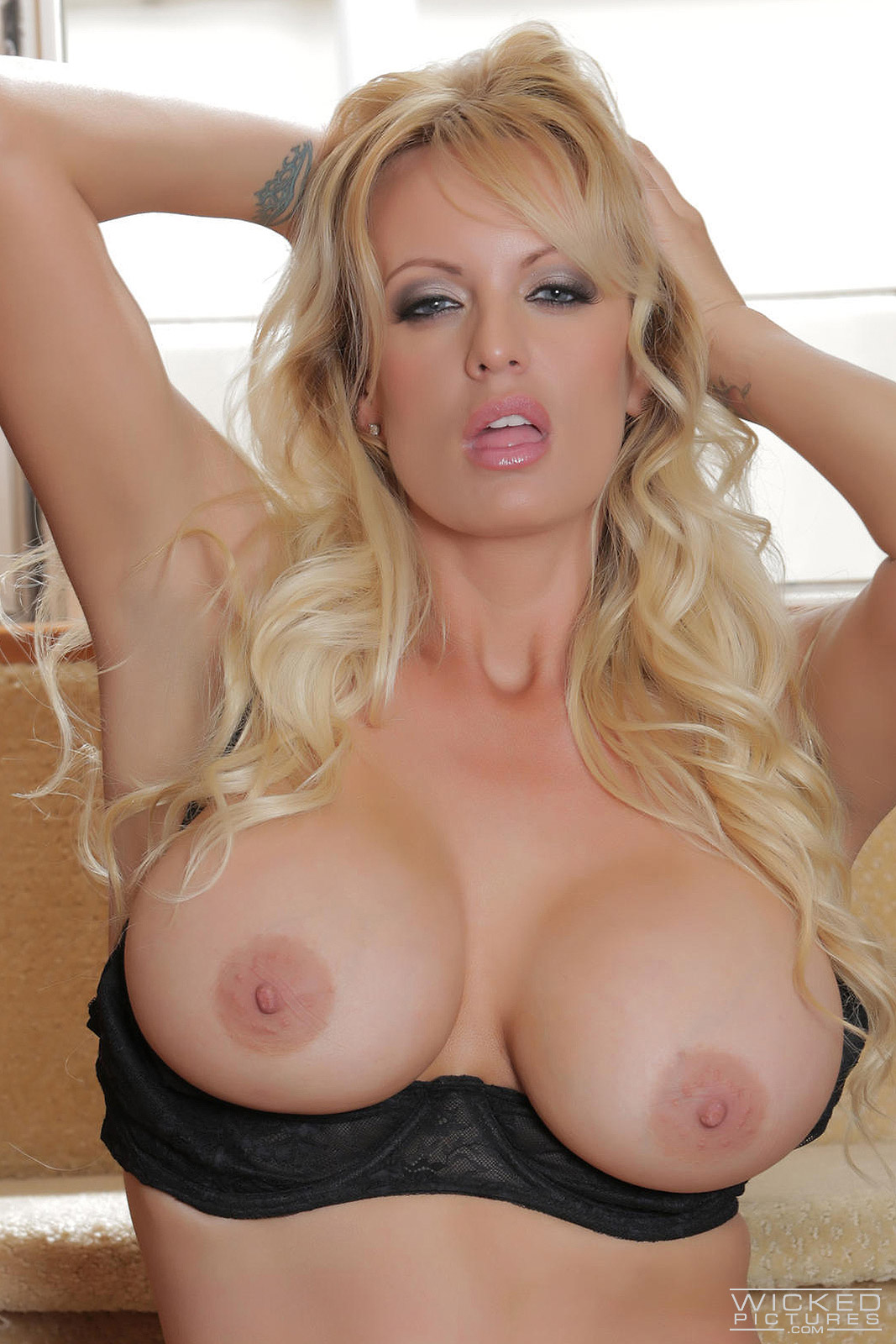Naked Pics Of Stormy Daniels photo 17