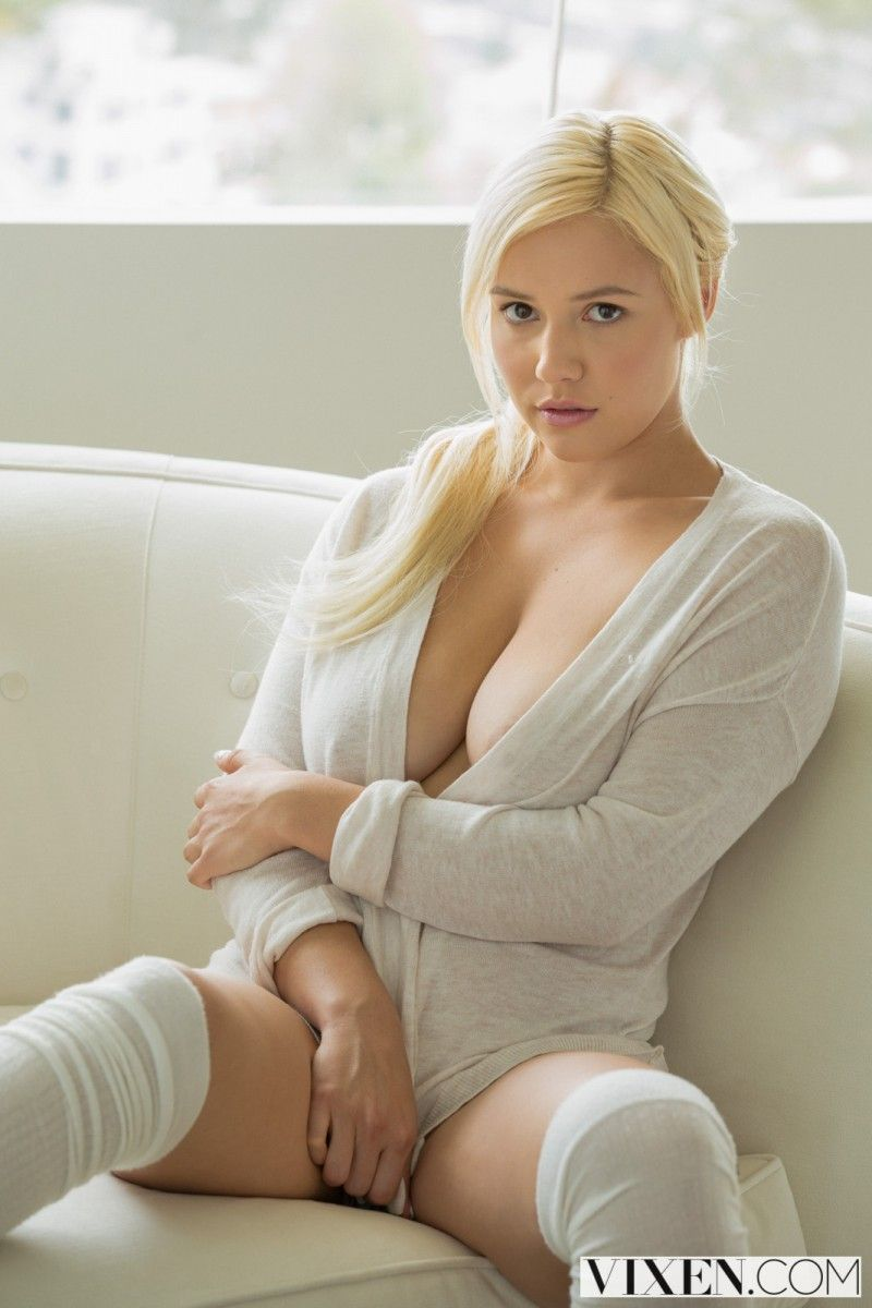 Kylie Page Images photo 3