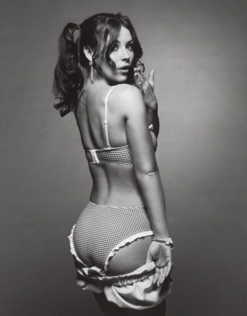 Evangeline Lilly Booty photo 16