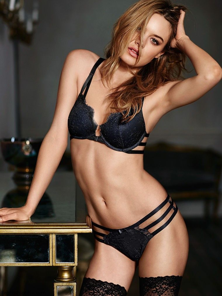 Camille Rowe Sexy photo 2