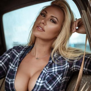 Kindly Myers Video photo 17