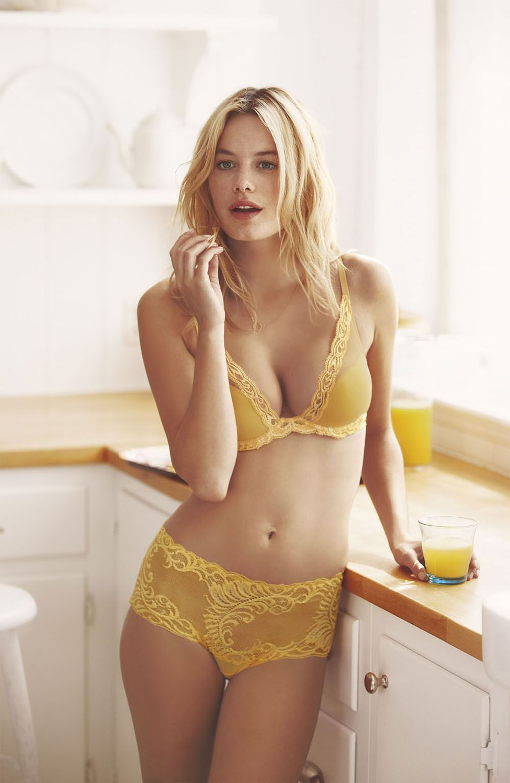 Camille Rowe Sexy photo 18