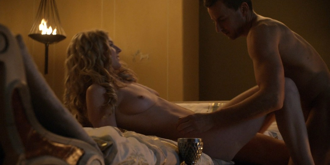 Lucy Lawless Full Frontal photo 4