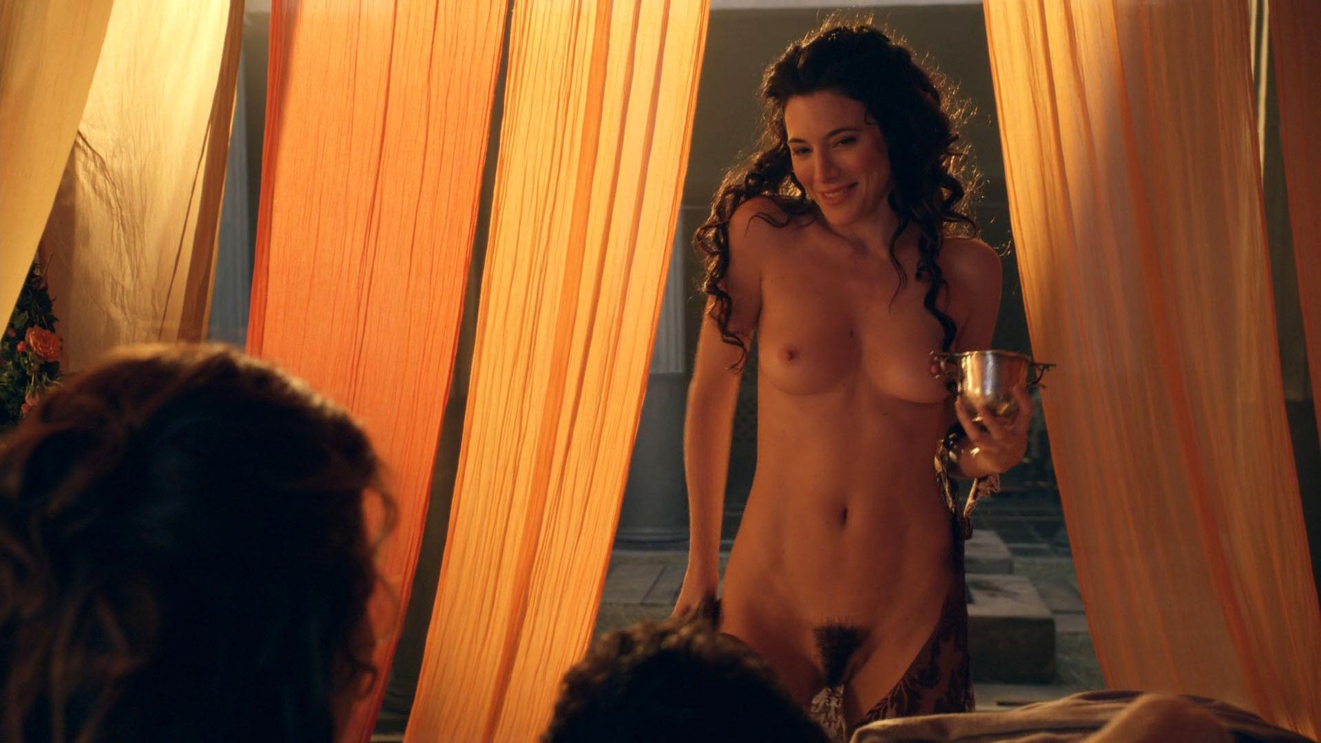 Lucy Lawless Full Frontal photo 9